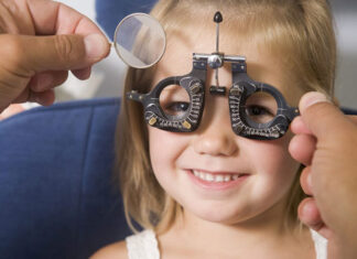 Cand se face primul consult oftalmologic la copil
